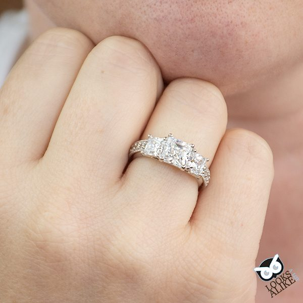 Gorgeous Sparkly Ring